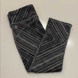 Fabletics Gray Cube Geometric Capri workout pants